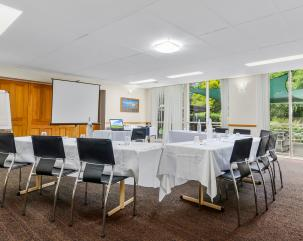 sovereign inns wollongong conference room
